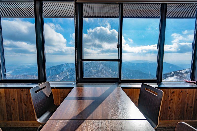 山展望レストラン「ナチュール」の窓側席