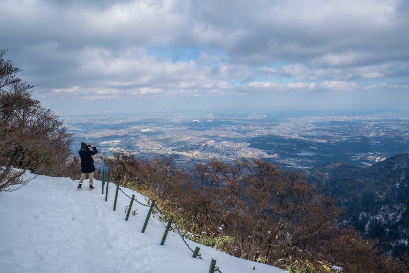 冬の御在所岳から三重を眺める