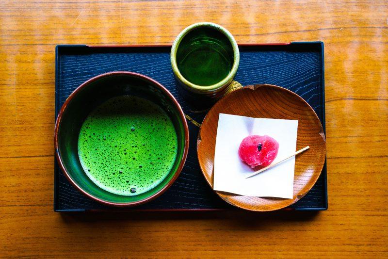 眺梅亭の梅菓子と抹茶